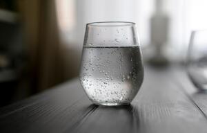 Wasserglas, Wasser