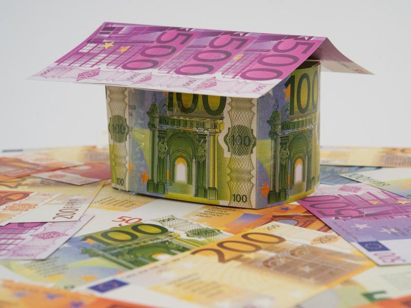 Bild zu Häuschen aus Geldscheinen
