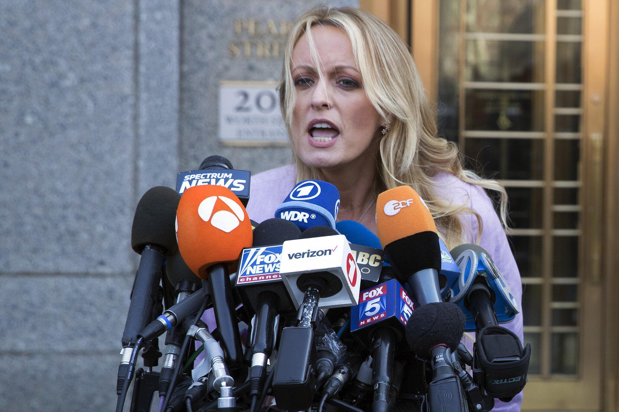 Bild zu Stephanie Clifford, Bundesgericht, Pornodarstellerin, Donald Trump, New York, Verleumdungsklage