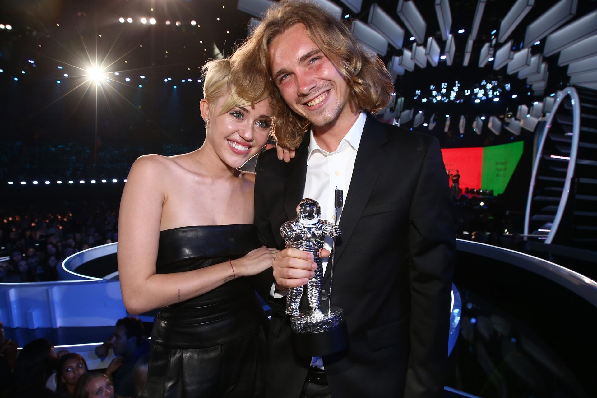 Bild zu Miley Cyrus, Jesse Helt, MTV Video Music Awards, 2014