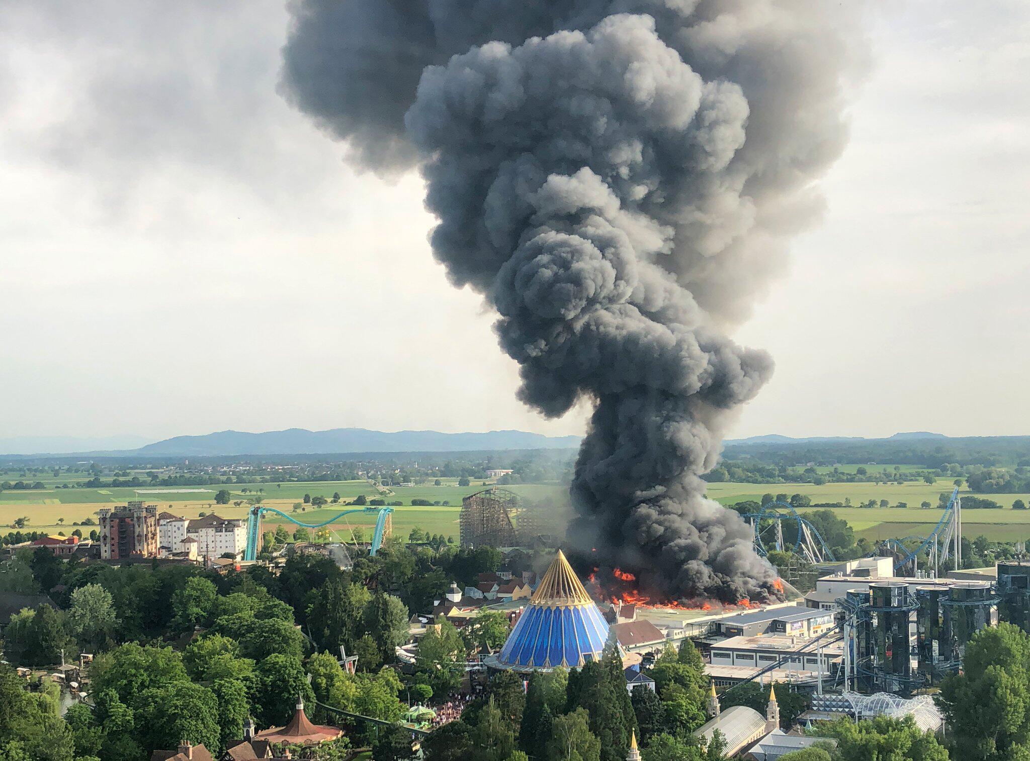 Bild zu Großbrand im Europapark Rust