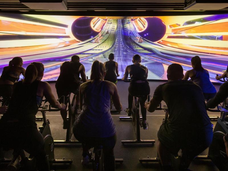 Bild zu Radeln durch eine virtuelle Well