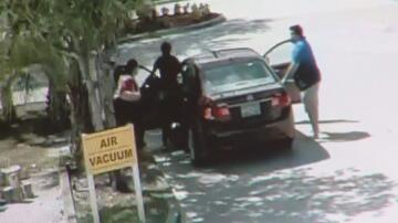 Bild zu Familie Überfall, Auto
