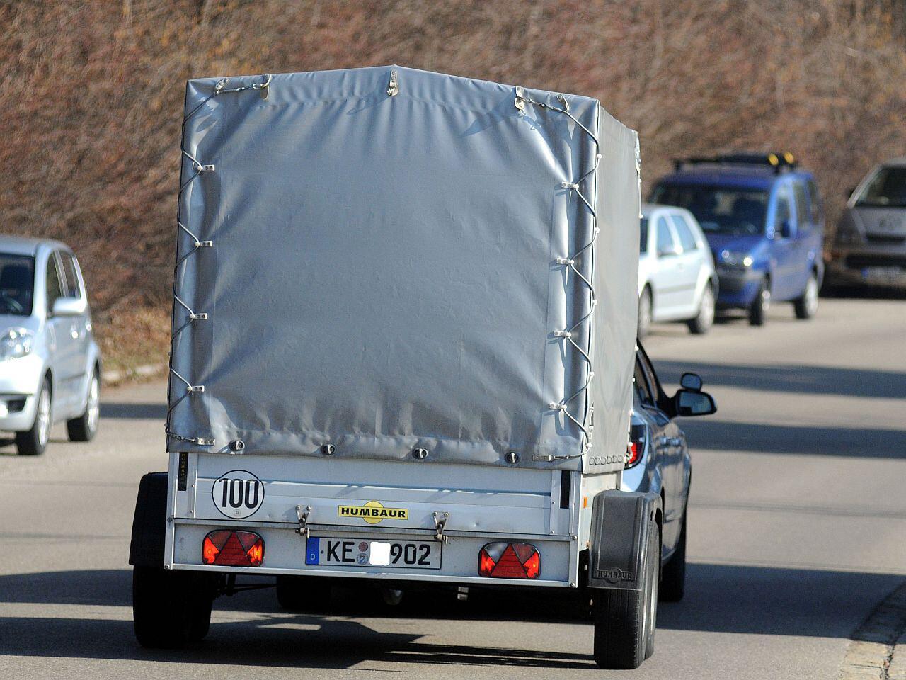 Bild zu Das Fahren mit Anhänger muss geübt sein