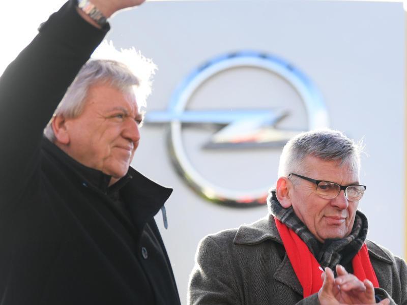 Bild zu Warnstreik bei Opel in Rüsselsheim