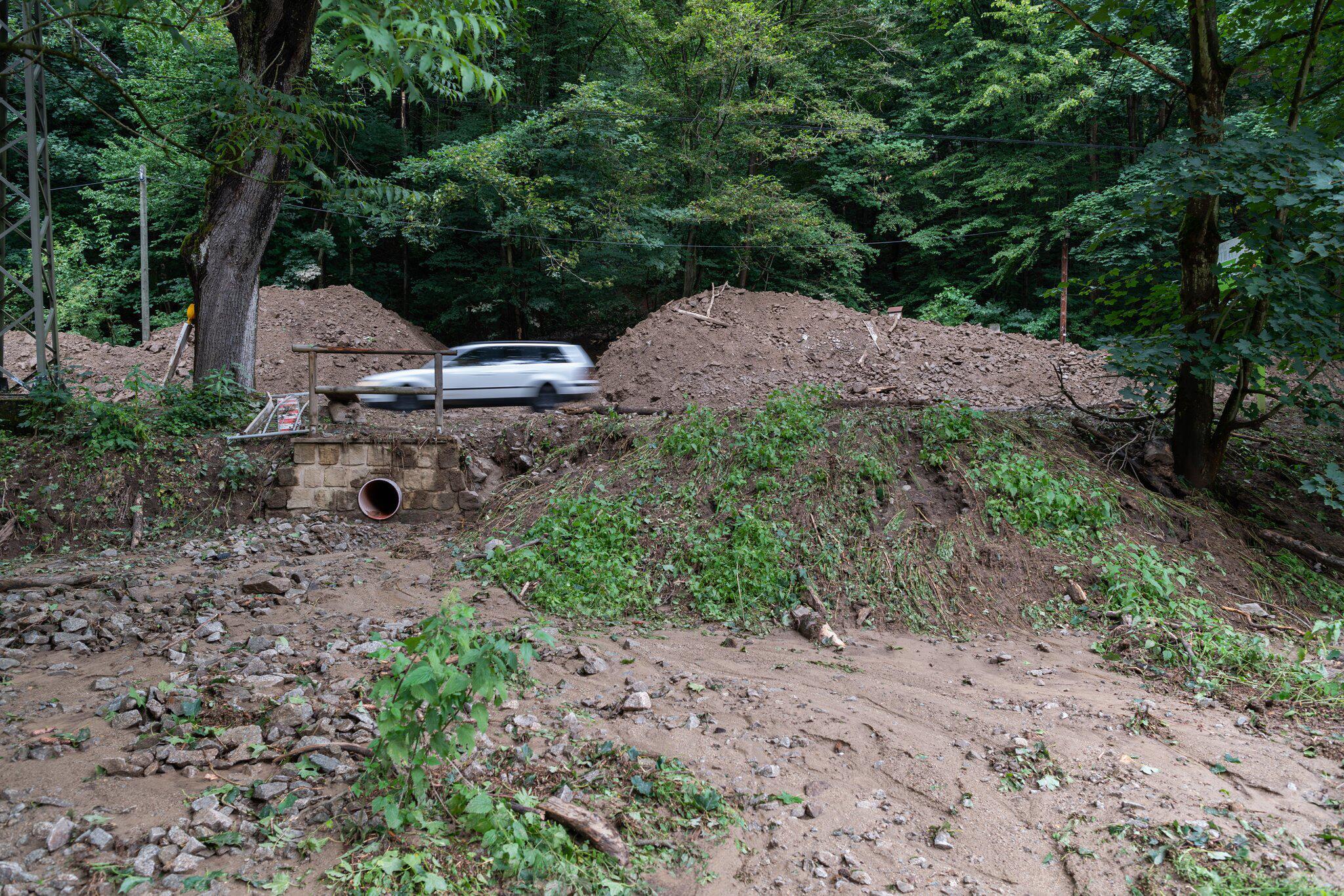Bild zu Räumarbeiten nach Erdrutschen im Kirnitzschtal