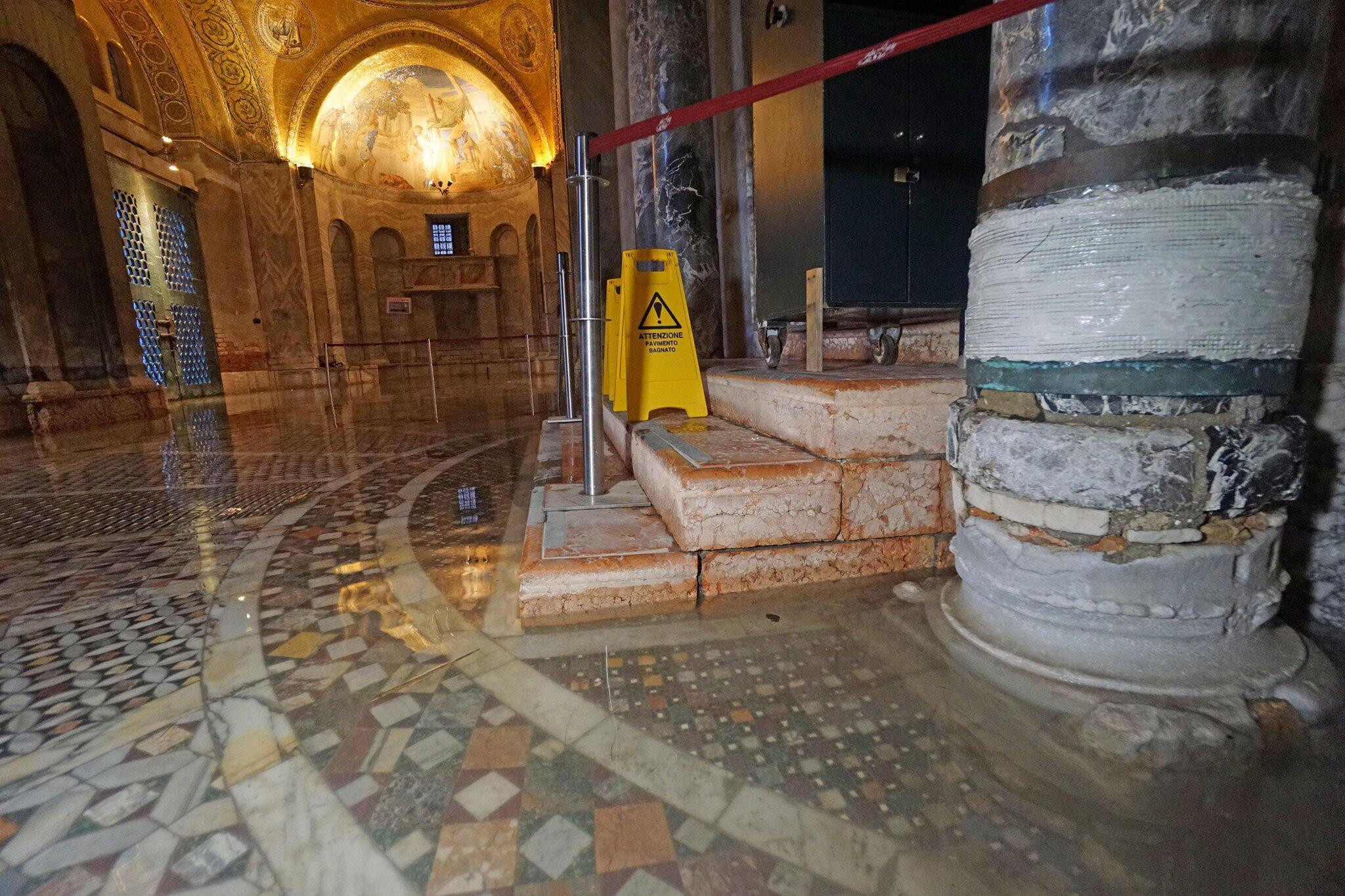 Bild zu Markusdom in Venedig unter Wasser