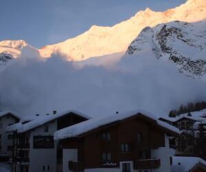 Riesen-Lawine bedeckt schweizer Ski-Ort Saas-Fee
