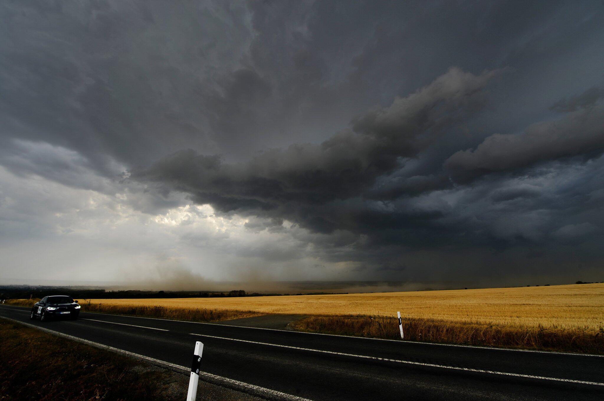Bild zu Gewitterwolken bei Mühlhausen