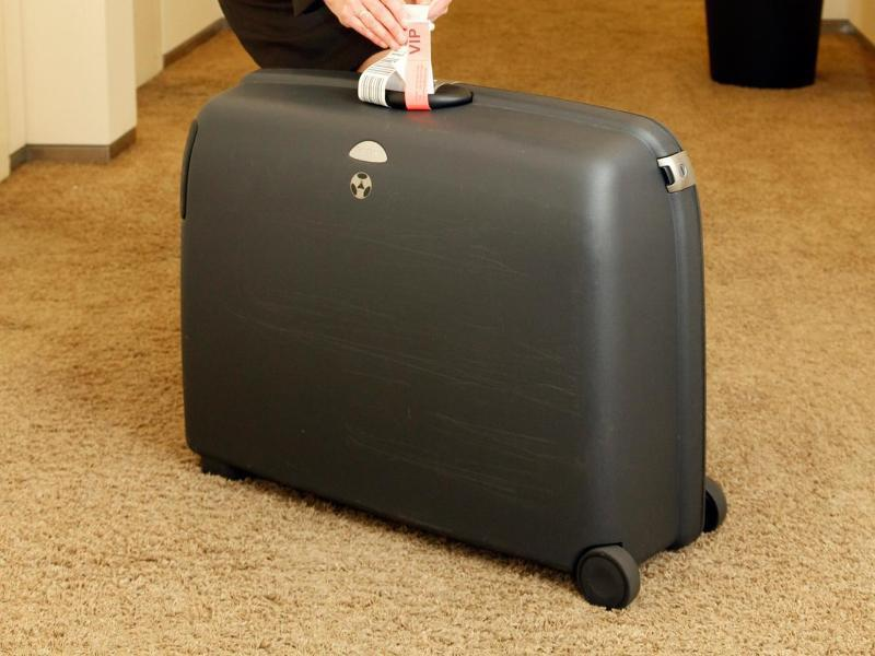 Bild zu Ein Frau mit einem Koffer