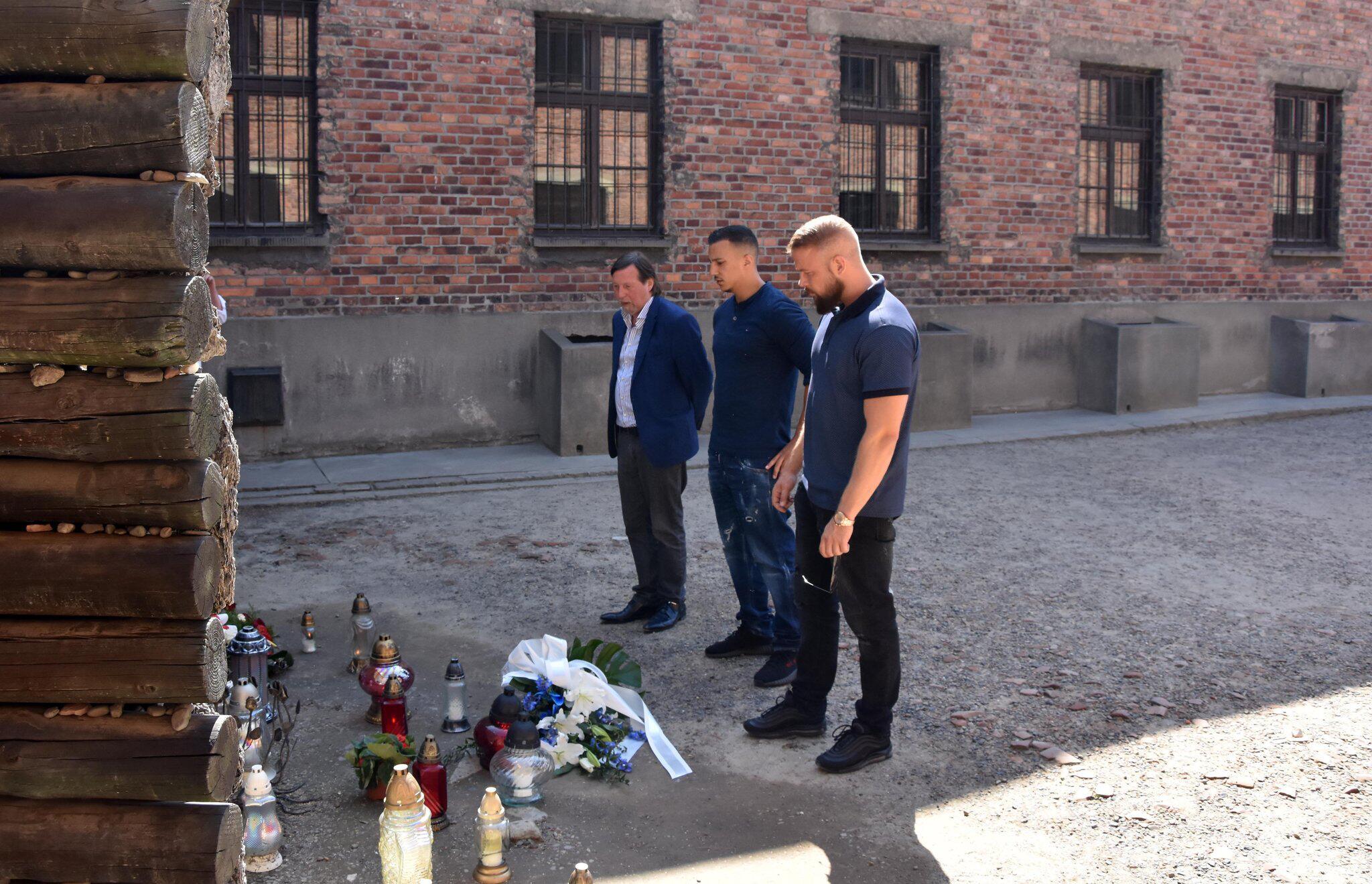 Bild zu Rapper Kollegah und Farid Bang in KZ-Gedenkstätte Auschwitz
