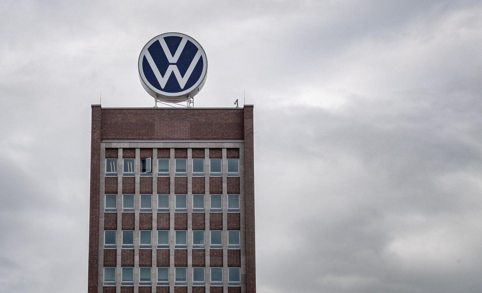 Bild zu VW-Manager wegen Untreue angeklagt - VW-Logo