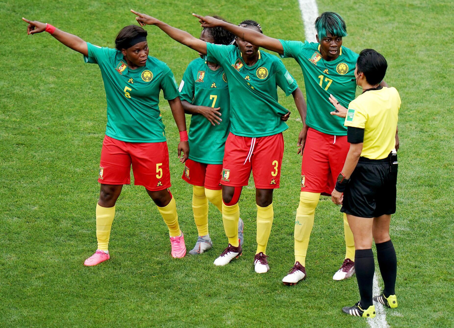Bild zu Frauenfußball-WM, Frauen-WM 2019, Frankreich, Achtelfinale, Valenciennes, England, Kamerun