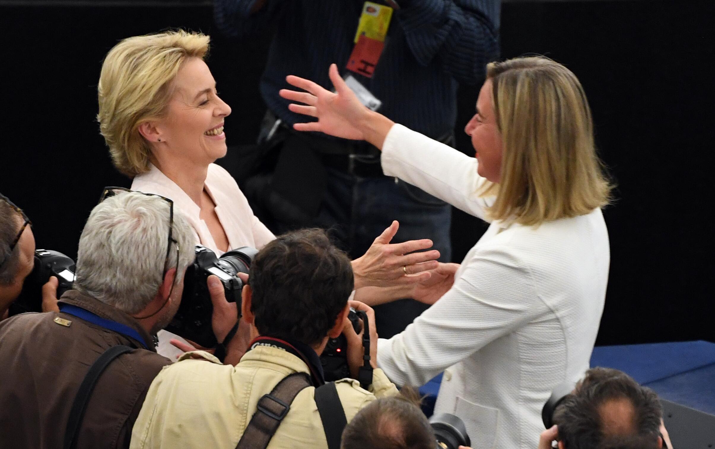Bild zu Mogherini und von der Leyen