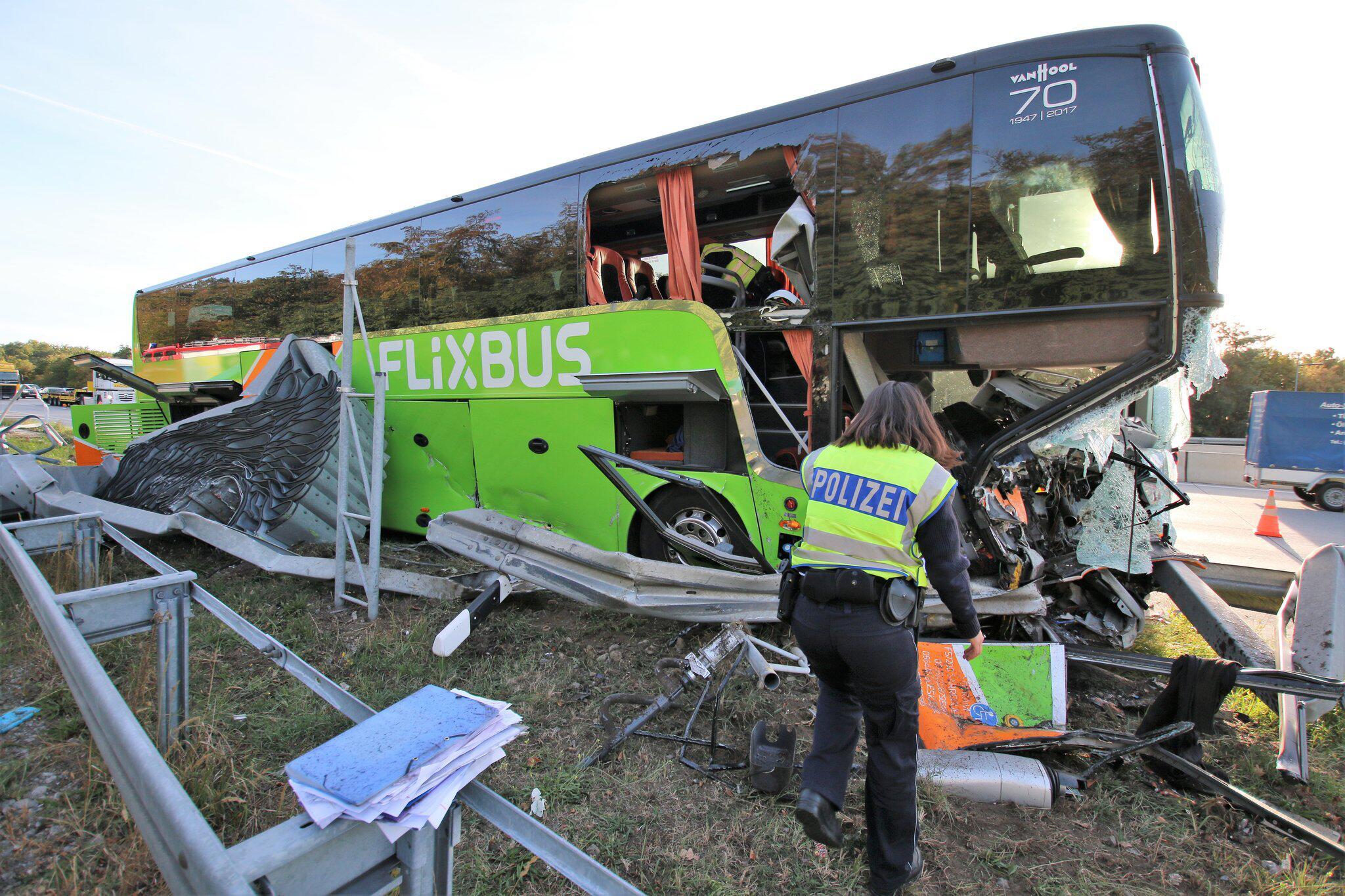 Bild zu Busunfall, A5, Baden-Württemberg