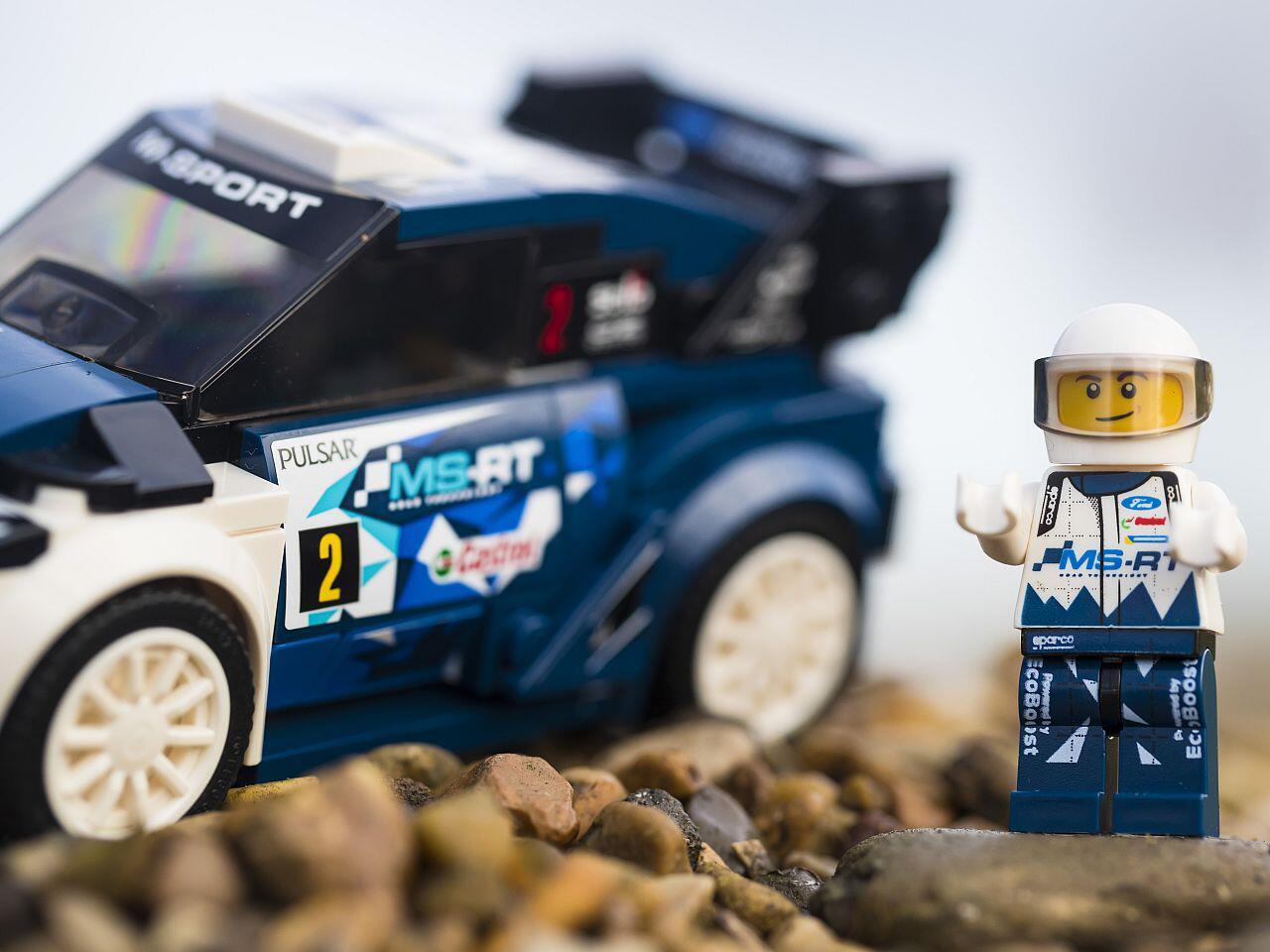 Bild zu Komplettes Rallye-Outfit