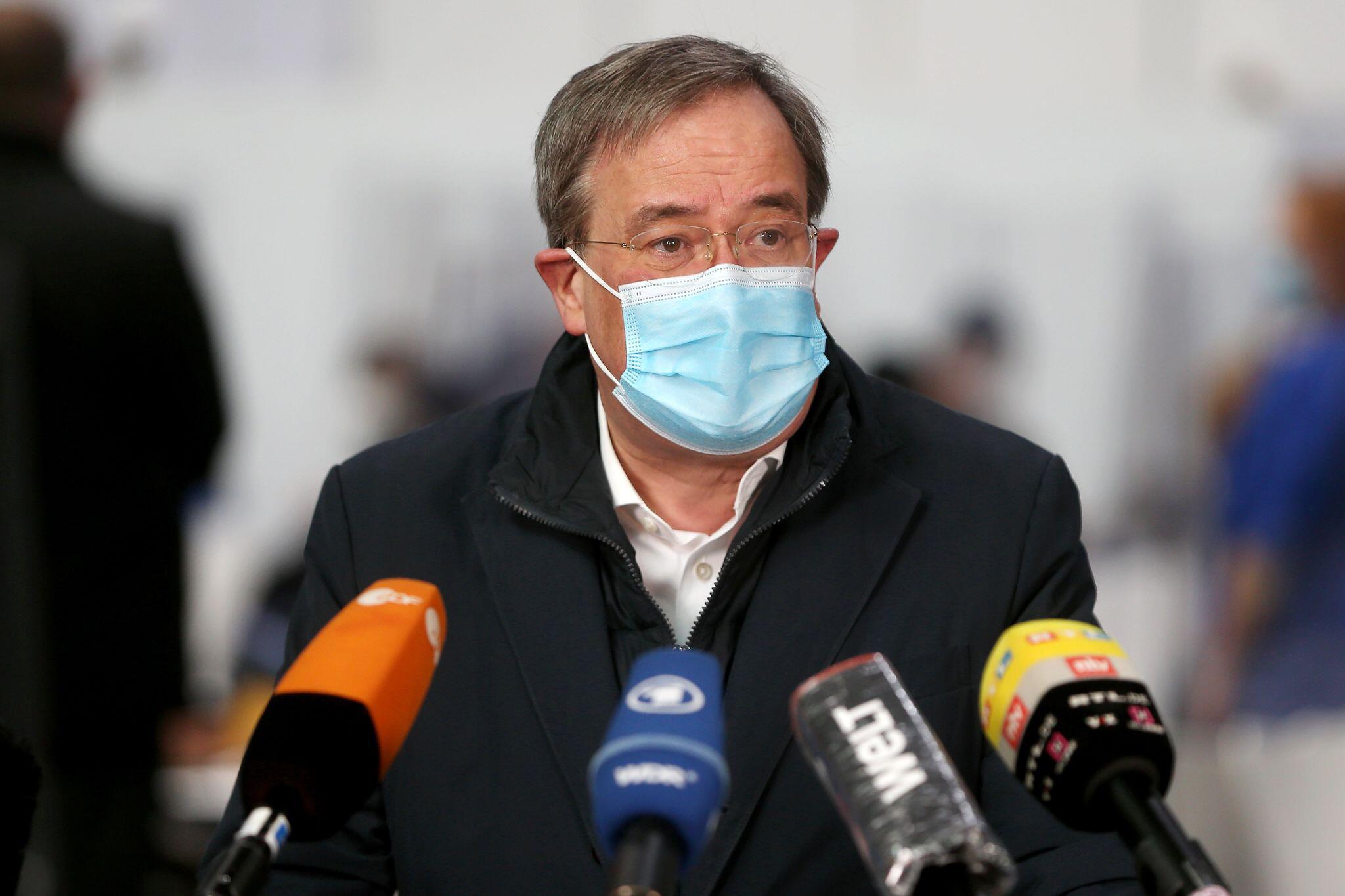 Bild zu Ministerpräsident Laschet besucht Impfzentrum in Aachen