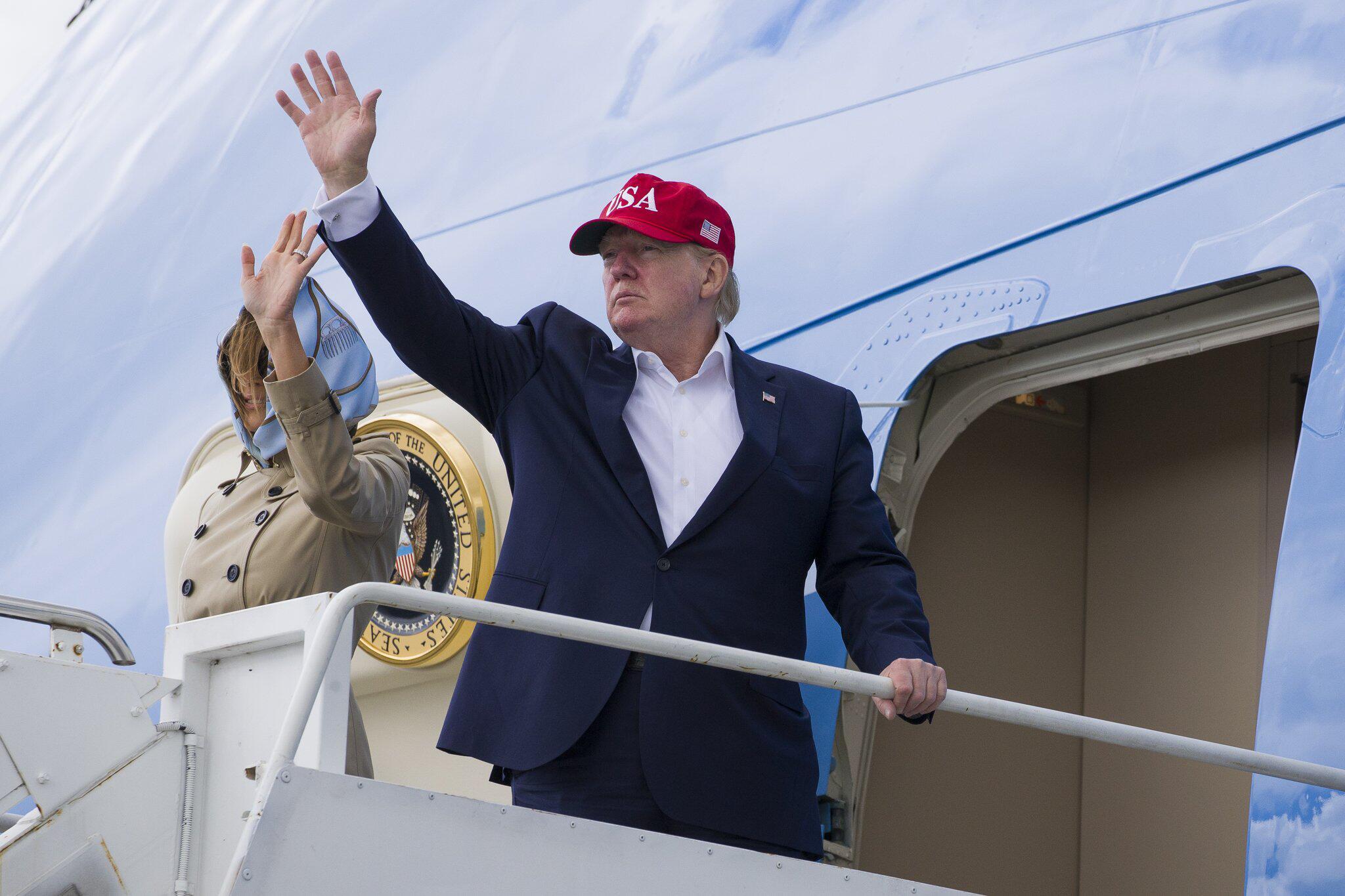 Bild zu US-Präsident Trump besucht Irland - Flughafen Shannon