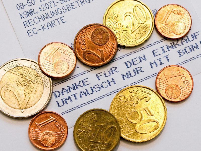 Bild zu Kassenbon und Münzen