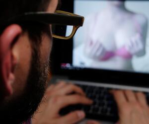 Pornofilm auf dem Laptop