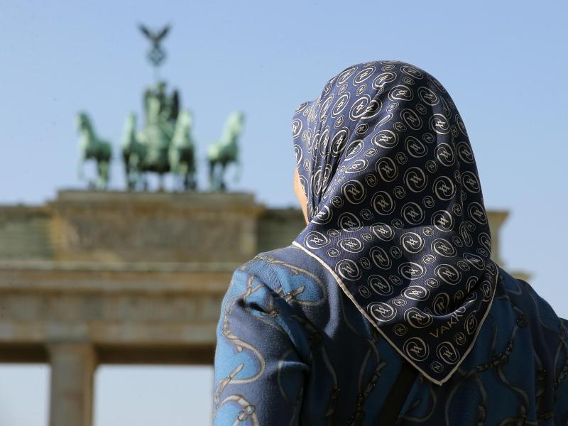 Bild zu Vor dem Brandenburger Tor
