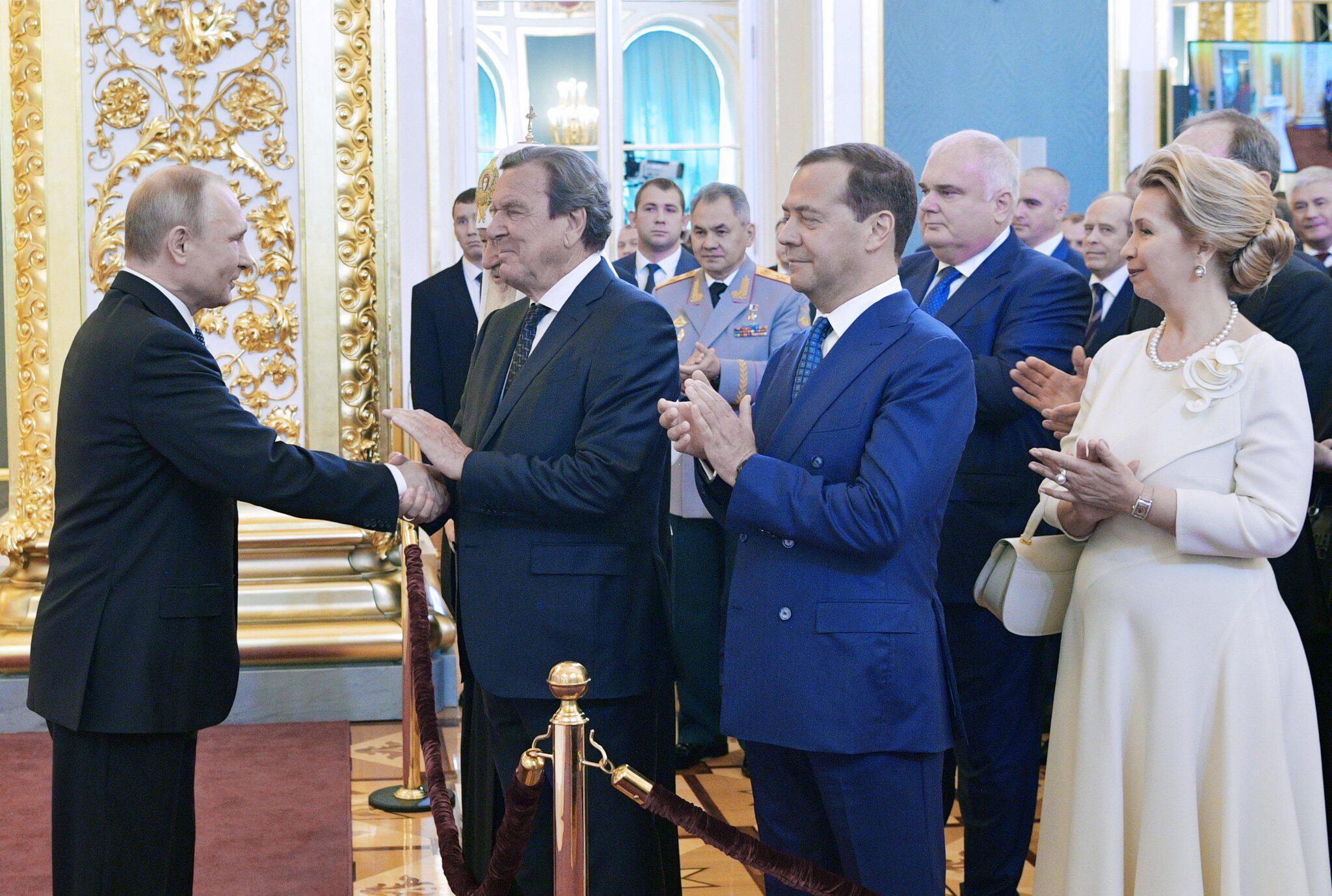 Bild zu Amtseinführung von Russlands Präsident Wladimir Putin, Gerhard Schröder