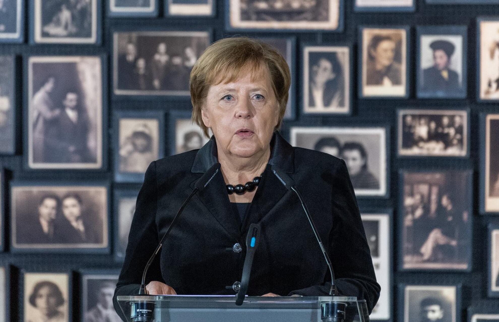 Bild zu Bundeskanzlerin Merkel besucht KZ Auschwitz