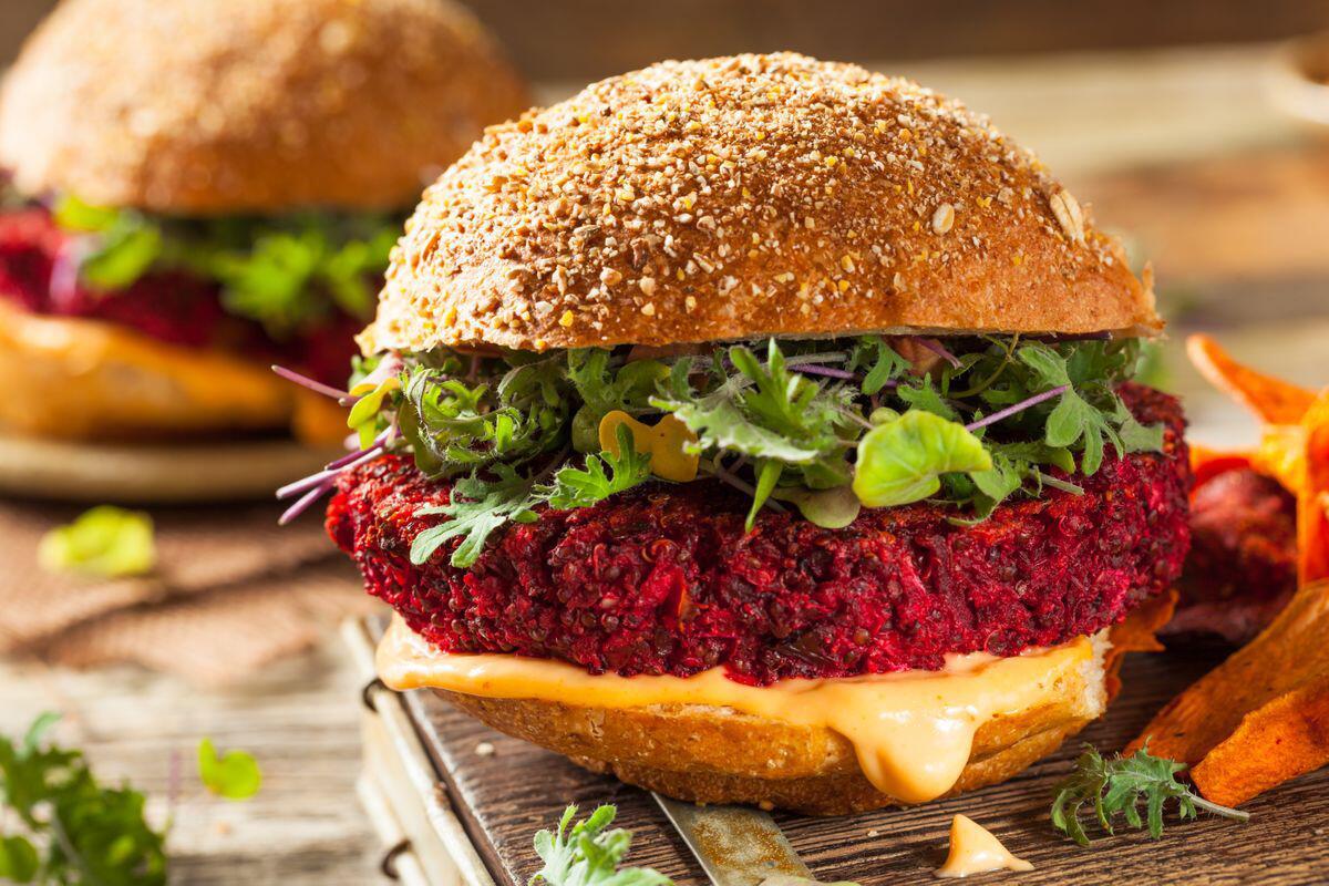 Bild zu Rote Beete, Rezepte, Vitamine, Knolle, Winter, Suppe, Salat, Kuchen, Burger, Saison