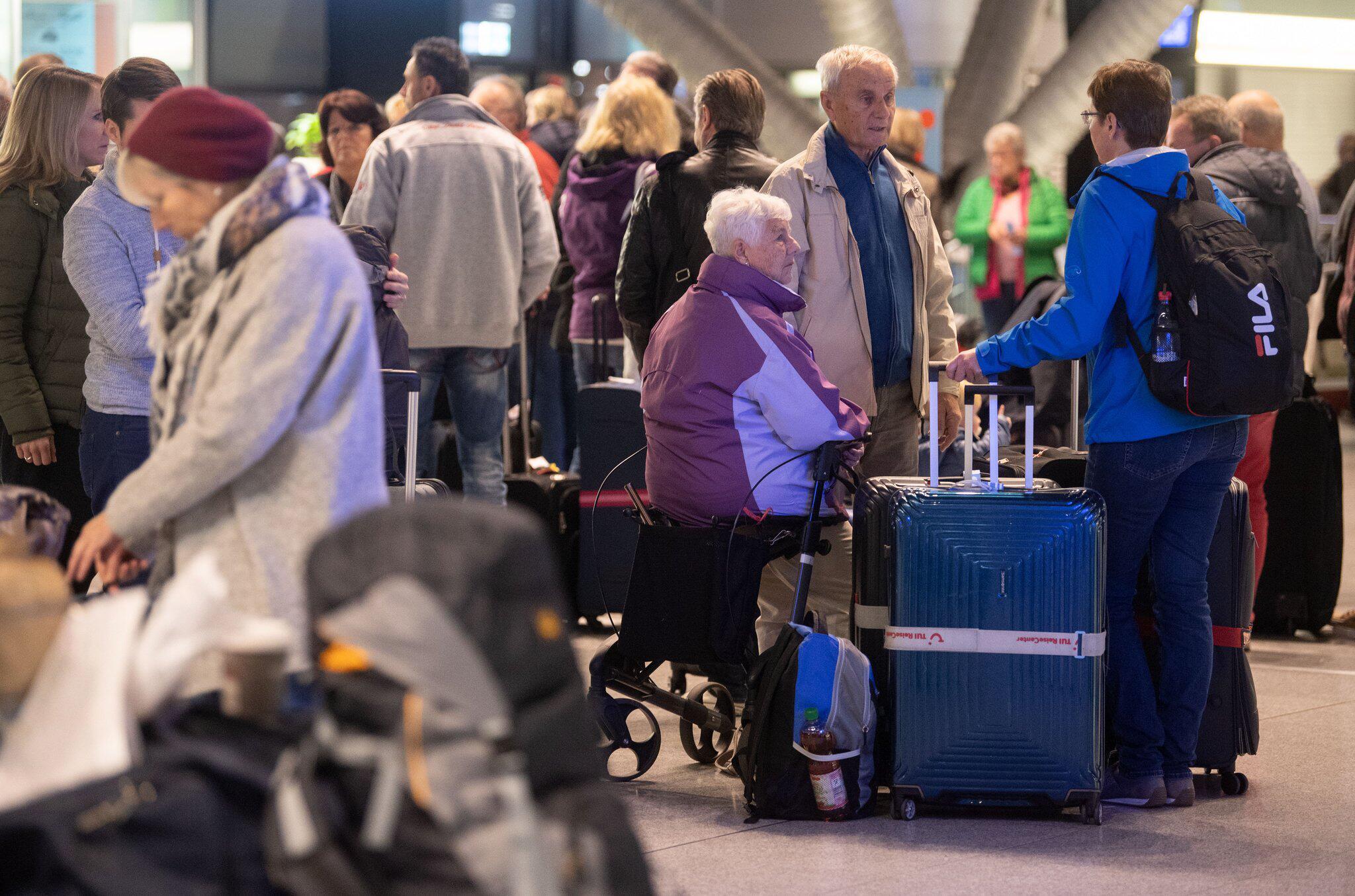 Bild zu Warnstreik am Stuttgarter Flughafen