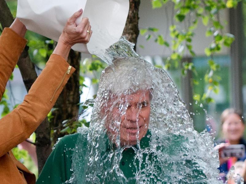 Bild zu Ice Bucket Challenge