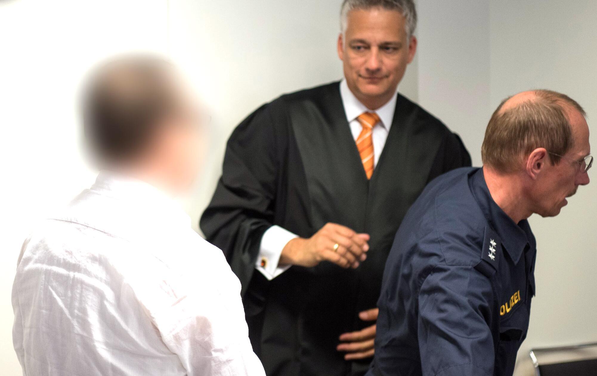 Bild zu Prozessbeginn wegen versuchten Mordes vor 30 Jahren