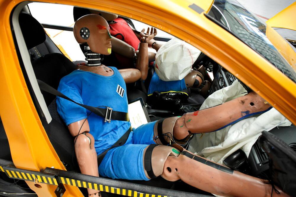 ADAC, Crash-Test, Neifahrersitz