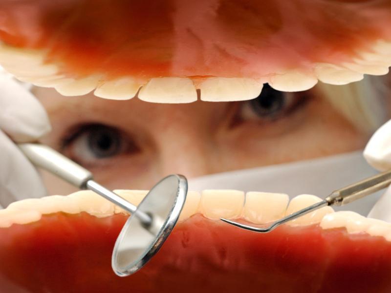 Bild zu Zahnarzt-Besuch