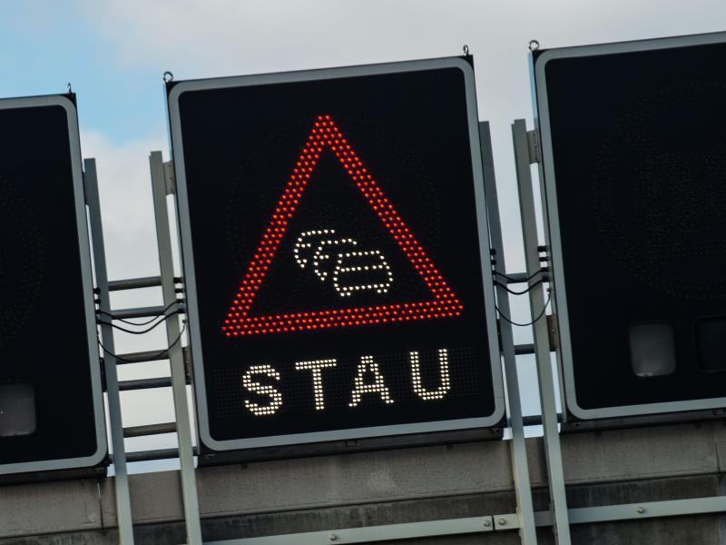 Bild zu Stauwarnung