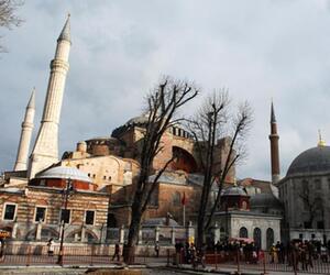 Dunkle Wolken über der Hagia Sophia