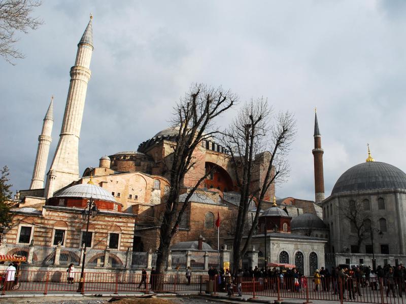 Bild zu Dunkle Wolken über der Hagia Sophia