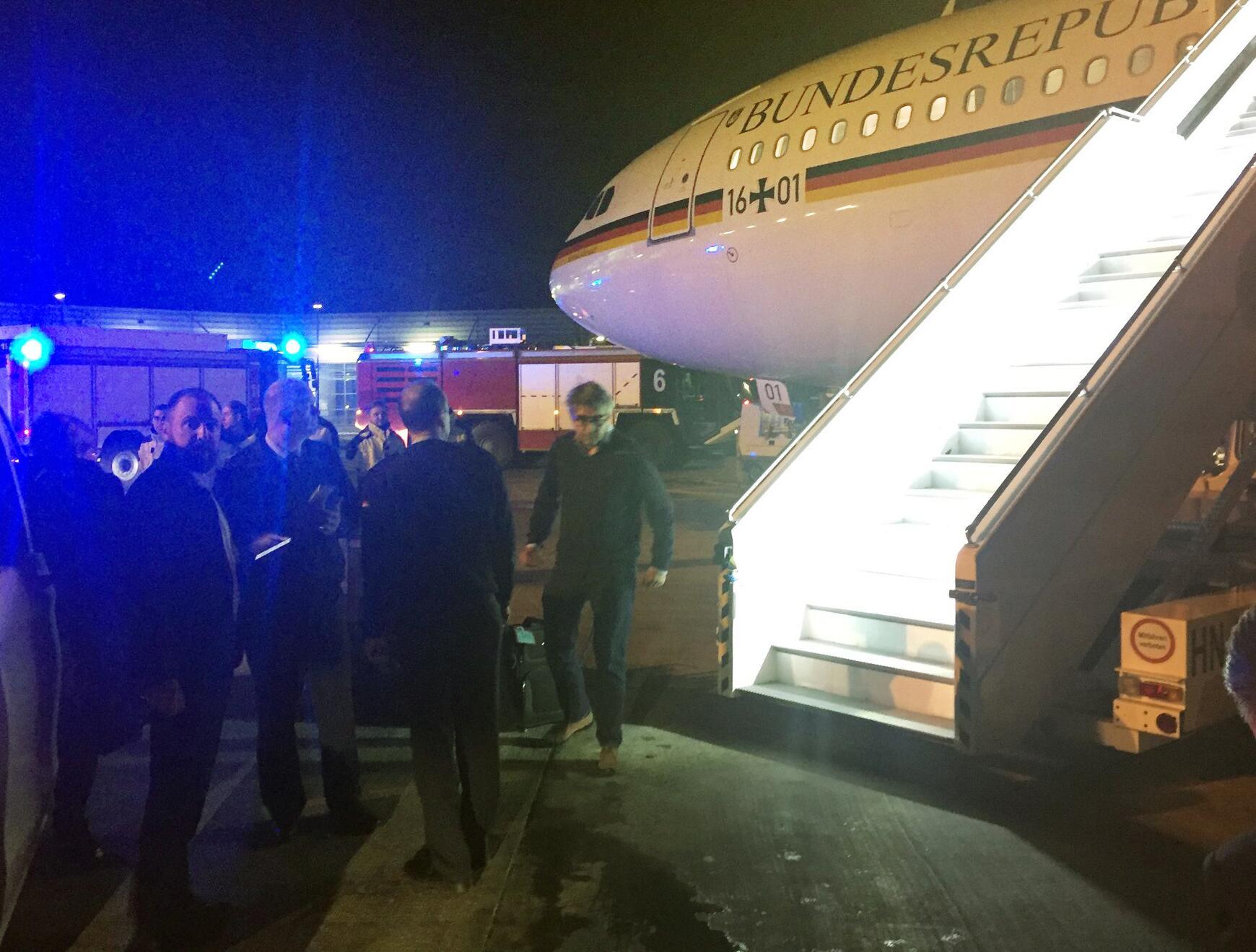 Bild zu Merkel muss Flug zu G20 unterbrechen