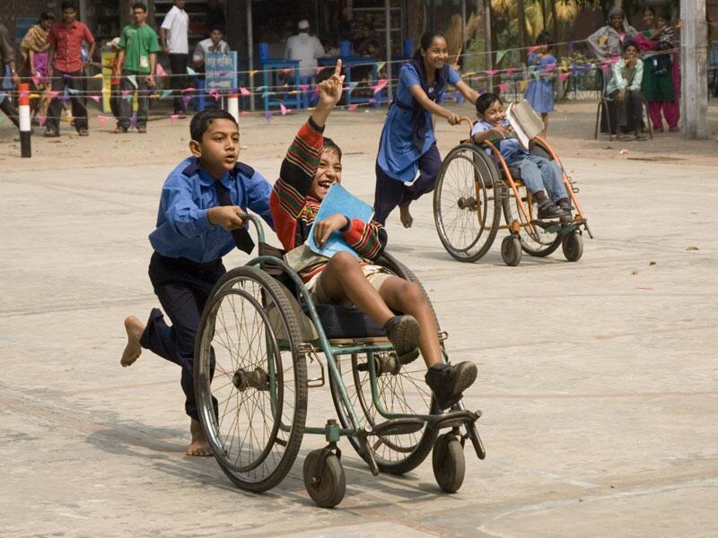 Bild zu Behinderte Kinder spielen