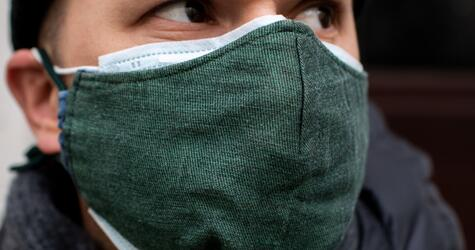 Drüberziehen: Wie Alltagsmasken den Schutz von OP-Masken erhöhen