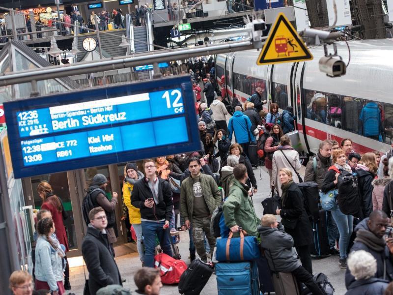 Bild zu Anzeigetafel der Deutschen Bahn