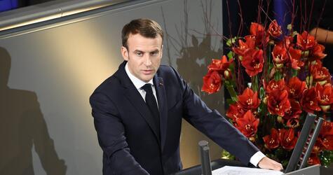 Emmanuel Macron am Volkstrauertag in Berlin