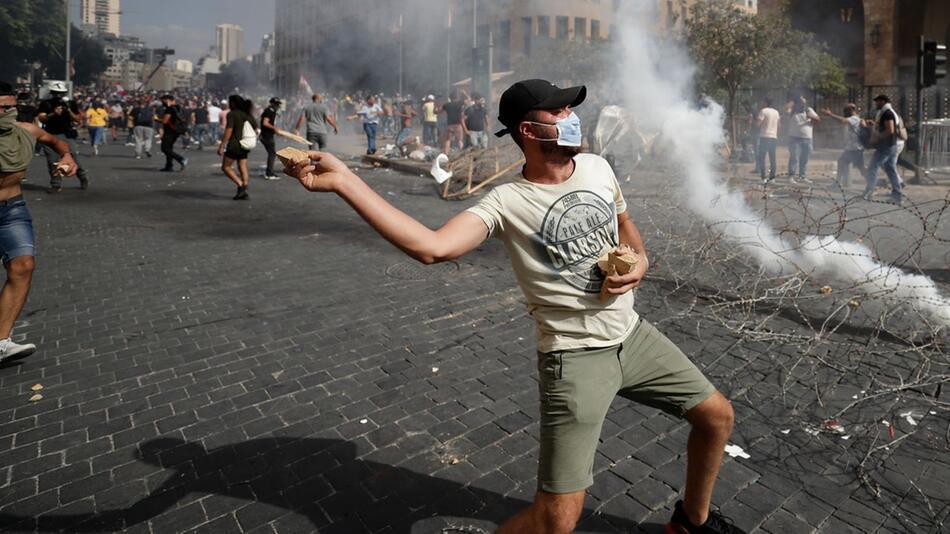 Nach der schweren Explosion in Beirut - Proteste gegen Regierung