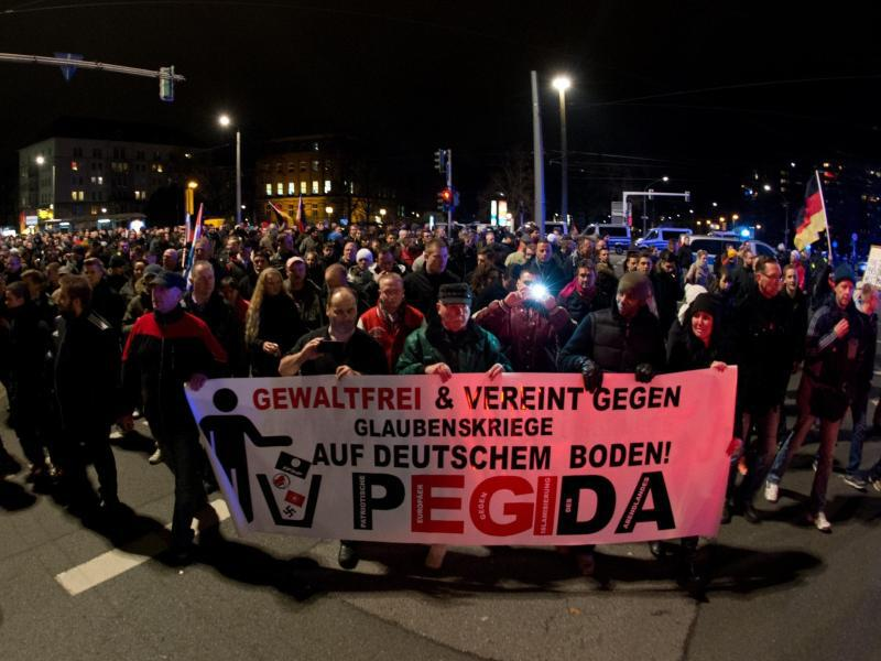 Bild zu Demonstration in Dresden