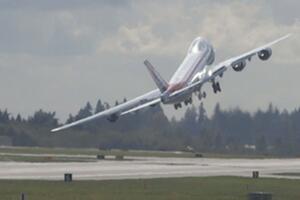 Bild zu Wackeliger Start von Flugzeug