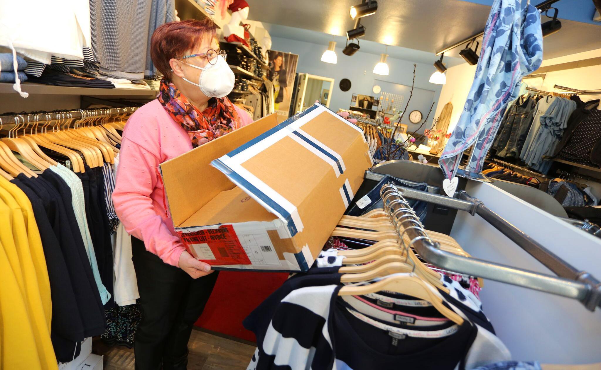 Bild zu Coronavirus - Einzelhändler bereiten sich auf Öffnung vor