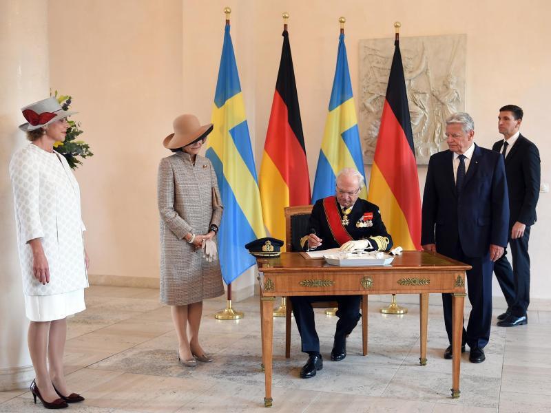 Bild zu Schwedisches Königspaar in Berlin