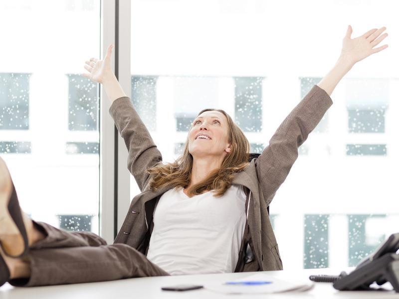 Bild zu Glücklich am Arbeitsplatz