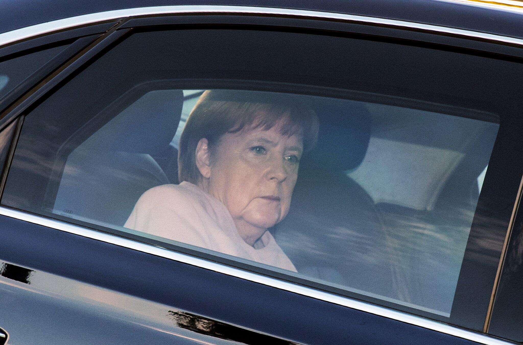 Bild zu Nahles tritt zurück -Merkel
