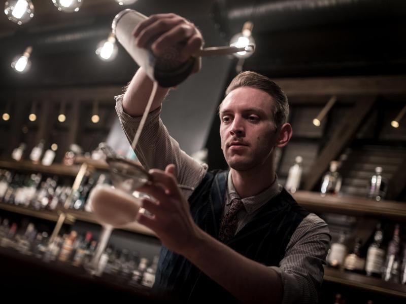 Bild zu Cocktail-Handwerk