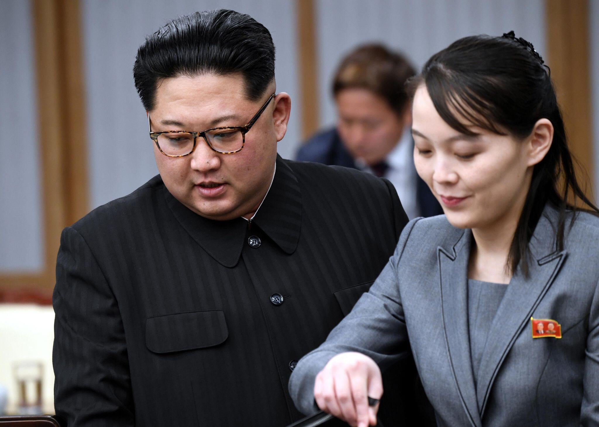 Bild zu Kim Jong Un und Schwester Kim Yo Jong